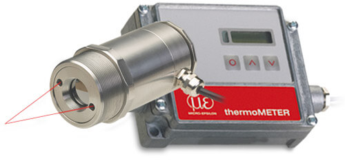 Infrared pyrometer with laser sighting for demanding temperature measurements
